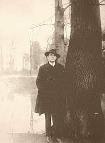 Éste era Otto Rahn y saqué la foto de la Wikipedia