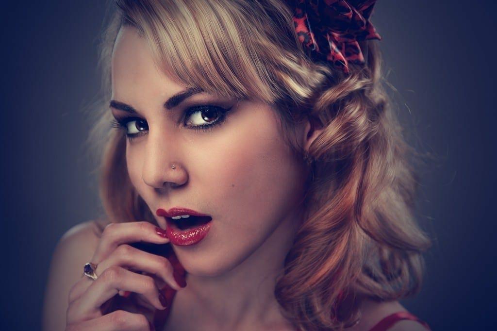 studio-portrait-woman-face-37533