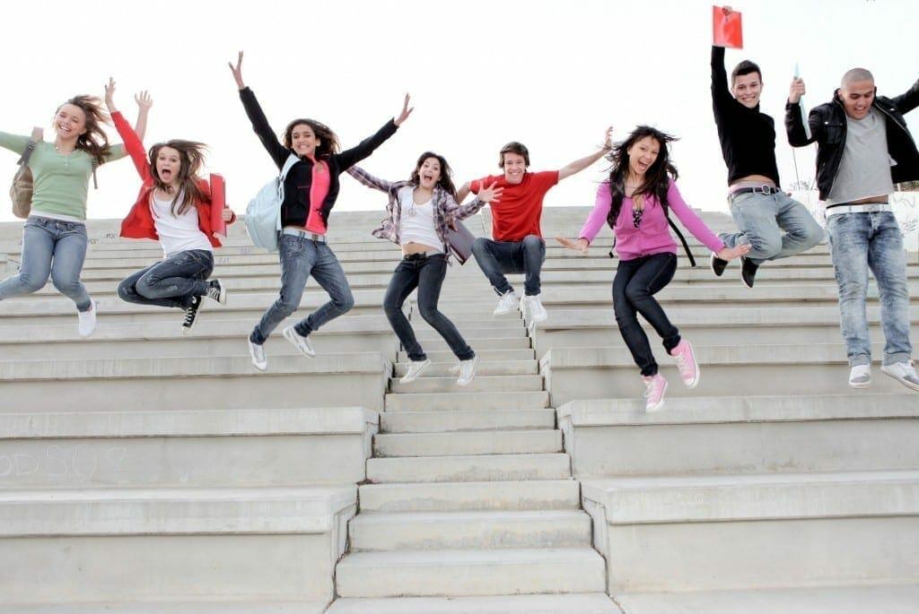 1484562168 Estudiantes saltando 7