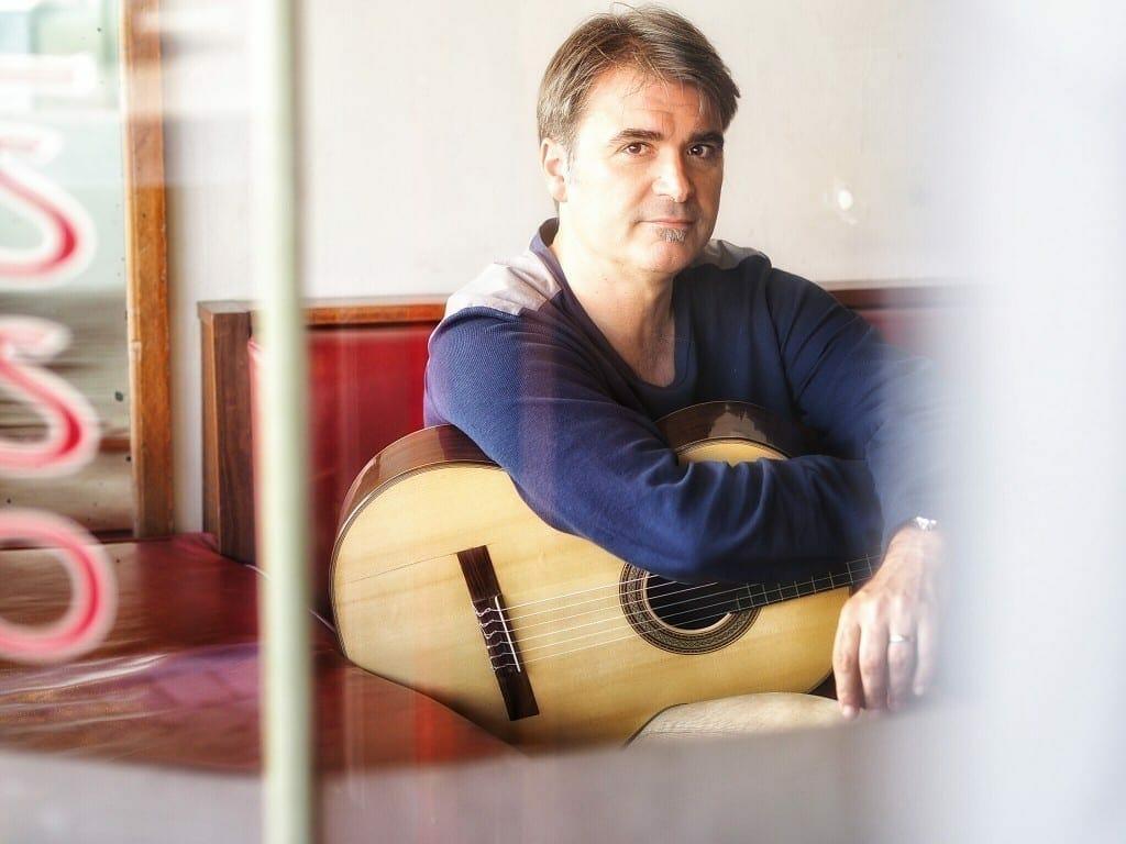 La guitarra del valenciano Serrallet suena en las antípodas