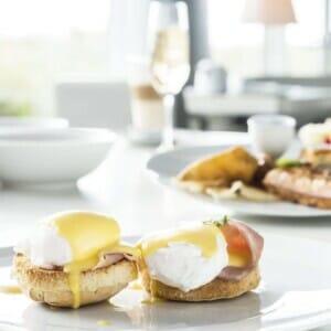 1537124340 Benedict eggs