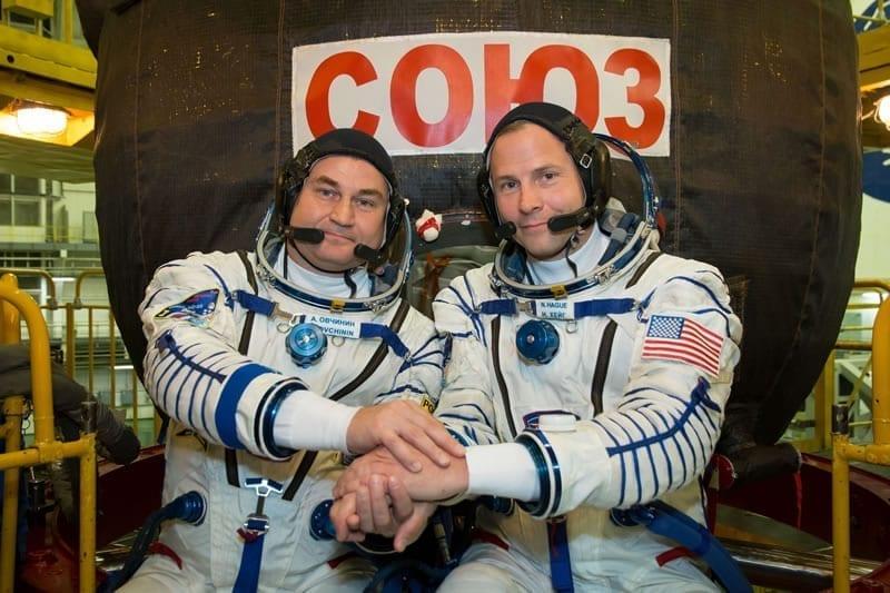 Los tripulantes de la Soyuz,Alexey Ovchinin de Roscosmos (izda.) y Nick Hague de la NASA (dcha.). Image Credit: NASA