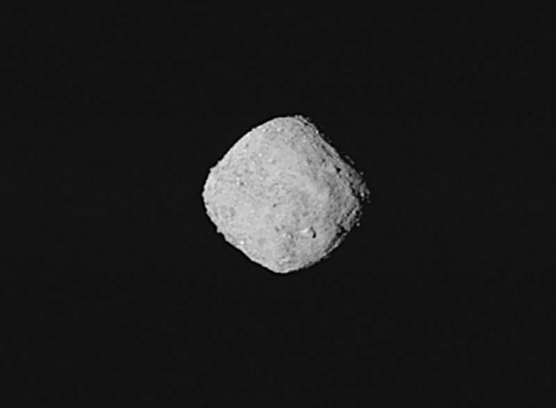 Esta imagen del asteroide Bennu fue captada por las cámaras de la nave espacial OSIRIS-Rex el pasado 29 de Octubre, momento el el que la nave se encontraba a 330 kilómetros de distancia del asteroide. Image Credit: NASA/Goddard/Universidad de Arizona