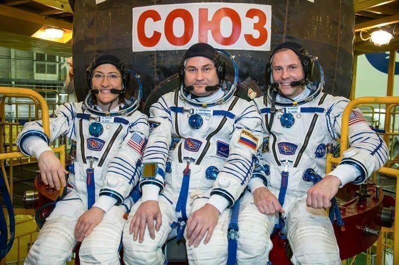 Los miembros de la Expedición 59 Christina Koch de la NASA, Alexey Ovchinin de Roscosmos y Nick Hague de la NASA durante un entrenamiento de lanzamiento. Image Credit: NASA