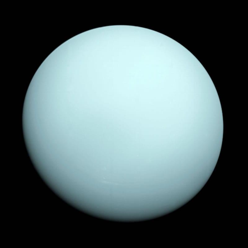 Esta es una imagen del planeta Urano tomada por la nave espacial Voyager 2, que voló cerca de este planeta en Enero de 1986. Image Credit: NASA