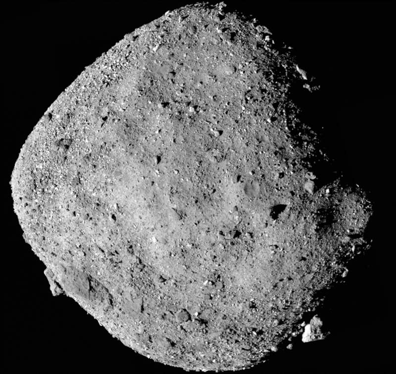 Esta es una imagen del asteroide Bennu creada a partir de varias imágenes captadas por la nave espacial OSIRIS-REx de la NASA. El descubrimiento de azúcares en meteoritos respalda la hipótesis de que las reacciones químicas en los asteroides, los cuerpos principales de muchos meteoritos, pueden producir algunos de los ingredientes de la vida. Crédito de la imagen: NASA/Goddard/Universidad de Arizona