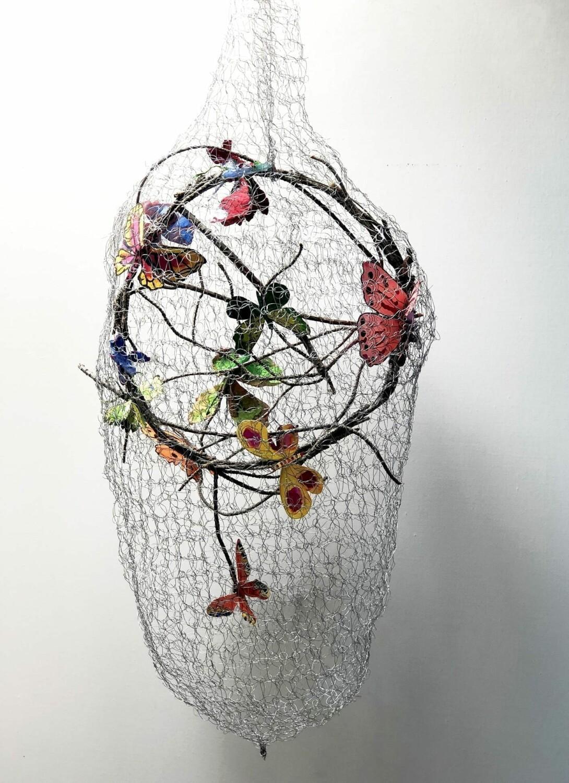 CRISTINA DUCLOS_Casa de mariposas_acuarela sobre papel y red metálica_55 cm.