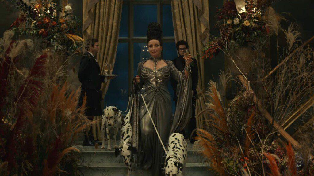 Cruella (2021). Con Emma Stone y Emma Thomson
